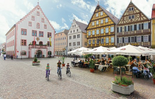 Markplatz mit altem Rathaus in Bad Mergentheim © Stadt Bad Mergentheim